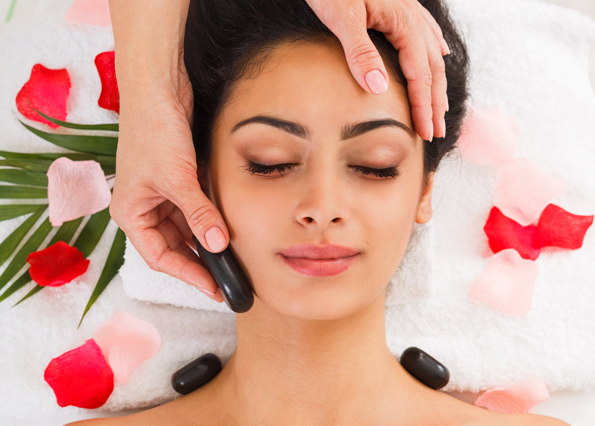 beautician-make-stone-massage-spa-for-woman-at-PPP6HHS_gallery_2.jpg